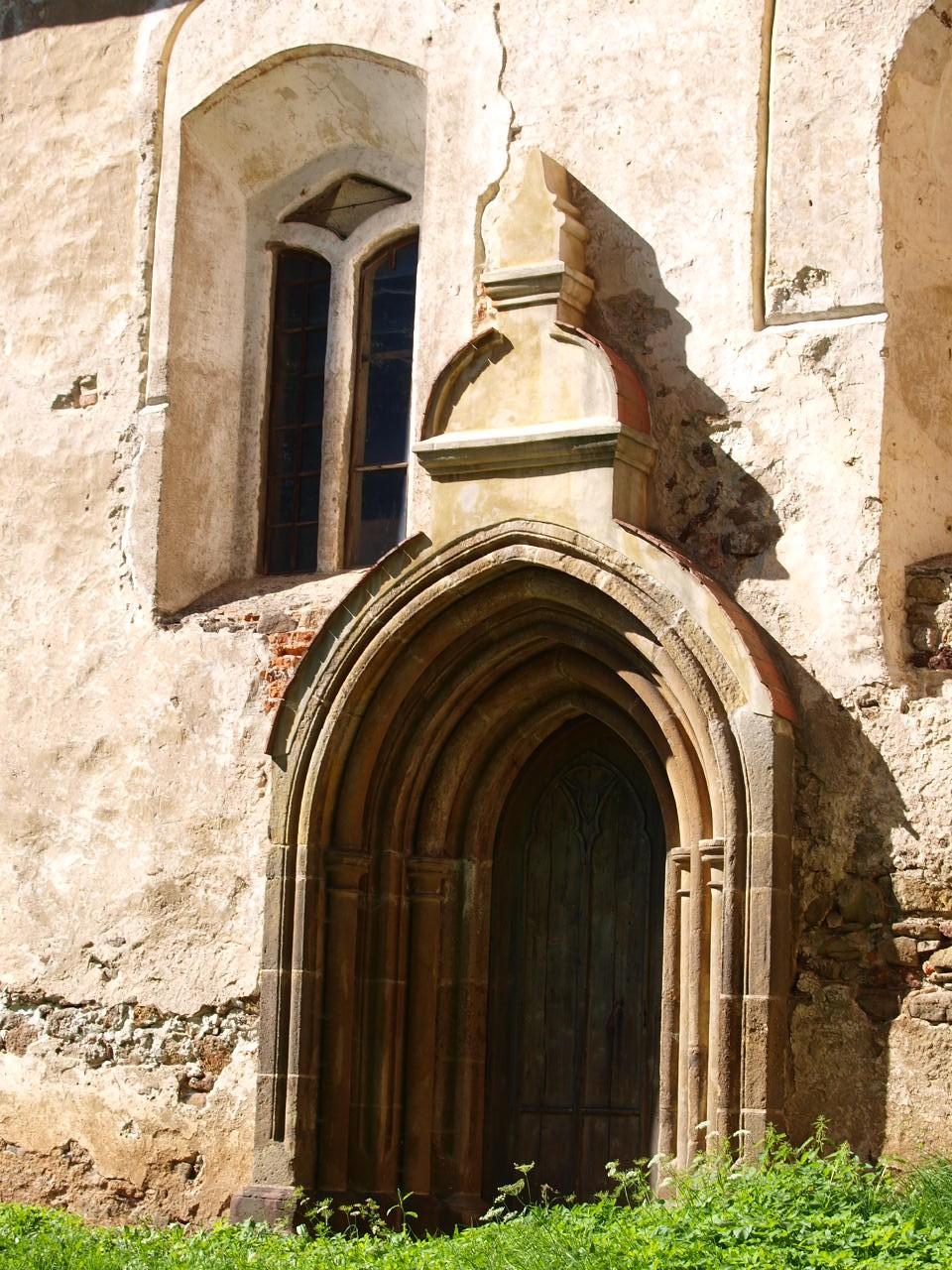 portal kościoła w pogwizdowieie